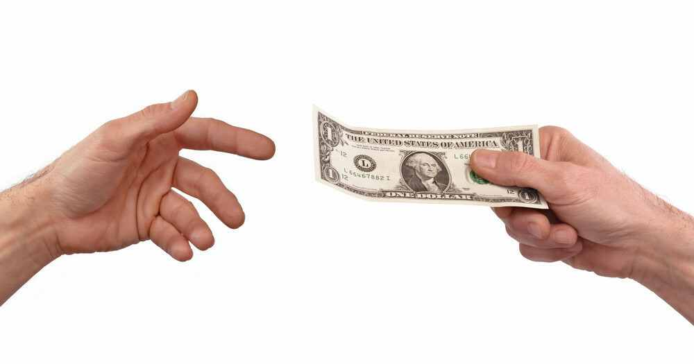 difference between refund and reversal transaction
